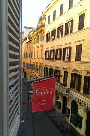 Residenza Frattina: a Monday morning
