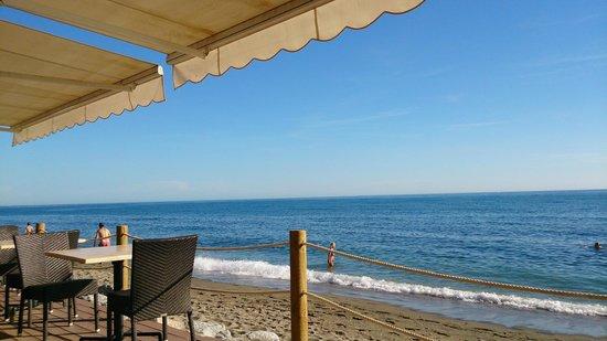 Amare Beach: Nous voilà installés sur la terrasse du Beach Club Fuerte Miramar