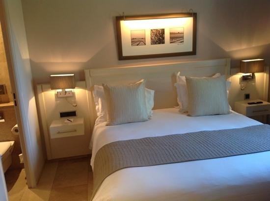 Le Mas du Grand Vallon : dormitorio suite