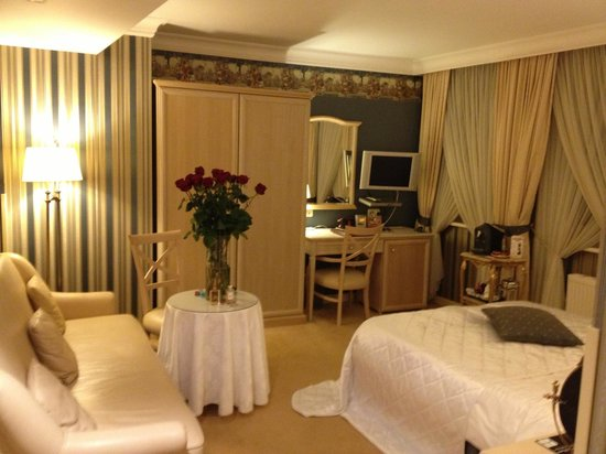 Imperial Hotel & Restaurant(former Ramada): my bedroom