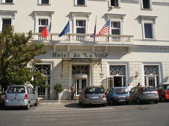Hotel De La Ville : front of hotel