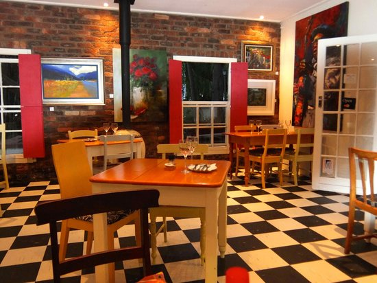 Cafe Des Arts: colourful yet simple interior