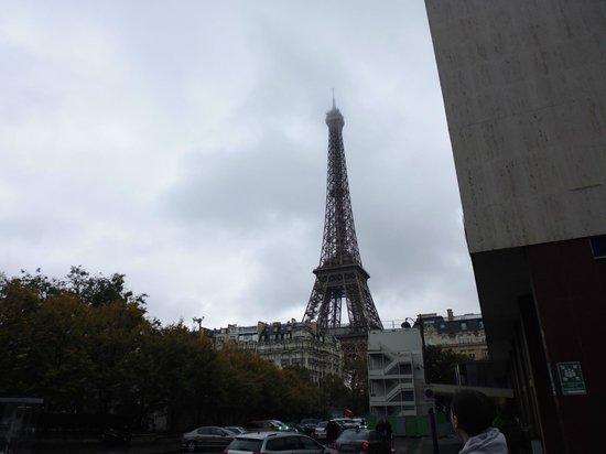 Mercure Paris Centre Tour Eiffel: View from the hotel grounds