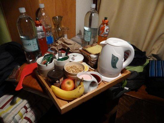 Lounge Brasil: café da manhã deixado no quarto pra gente subir o vulcão alimentado