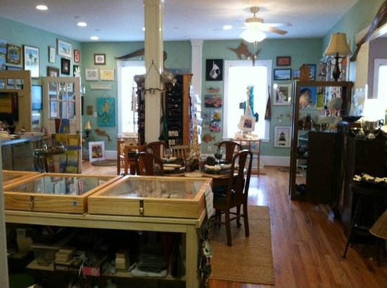 Beaufort, Carolina del Norte: We offer NC Artists and classes in pottery, art, beach combing, jewelry and more.