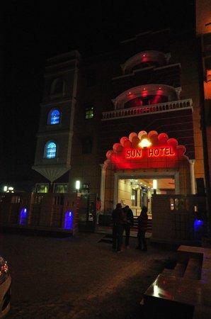 Sun Hotel Agra: Outside, Sun Hotel, Agra, 29 Dec 2013