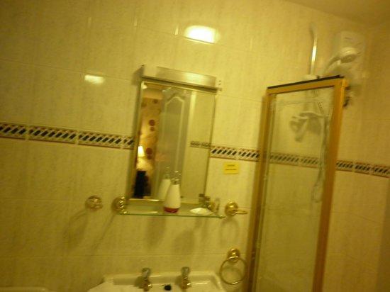 The Bay Horse Inn: Bathroom room 10