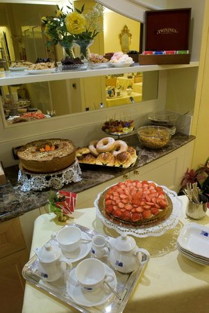 Hotel Dieci: Buffet Breakfast