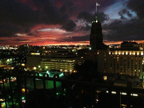 Hilton Palacio del Rio: Sunset from our balcony on 18th floor