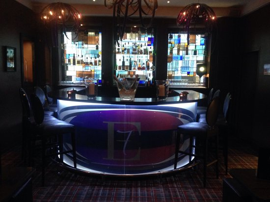 Hotel Edouard 7: Very cool bar - with very cool barman - just a little pricey