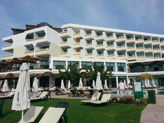 Constantinou Bros Athena Royal Beach Hotel : View of Hotel