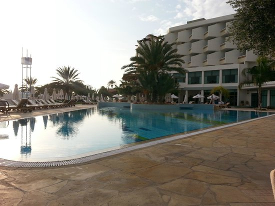 Constantinou Bros Athena Royal Beach Hotel : Pool Area