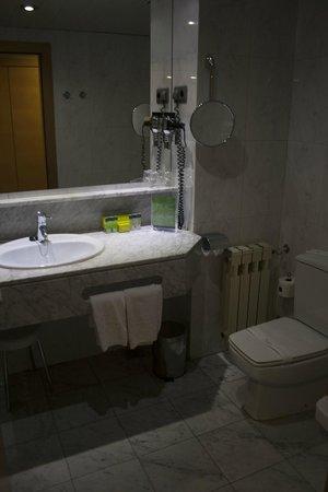 Silken Hotel Ciudad de Vitoria: Cuarto de baño