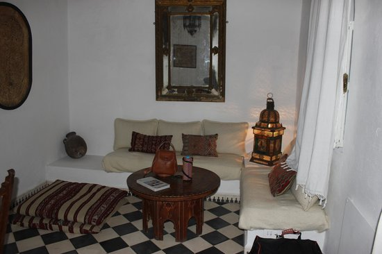 Villa Maroc: Large sitting area in our room..very athmospheric!