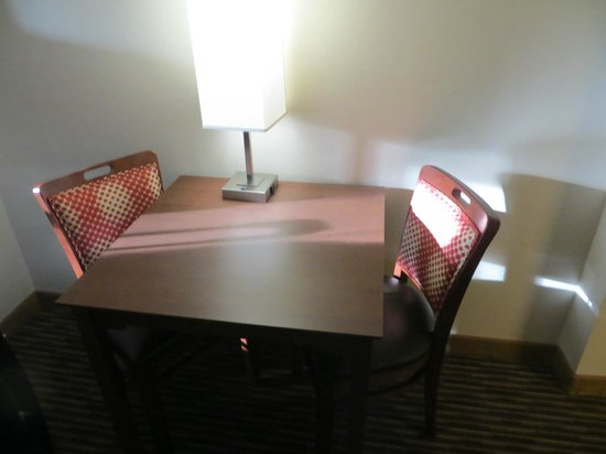 Quality Inn & Suites: Table