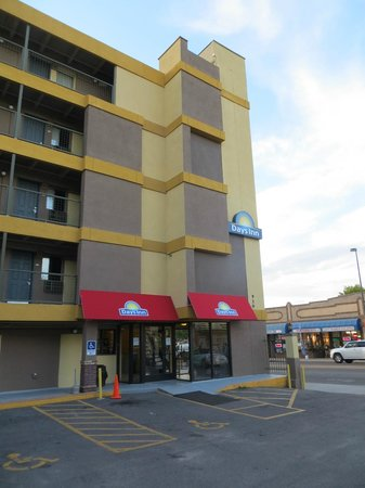 Days Inn Denver Downtown: Hotel exterior