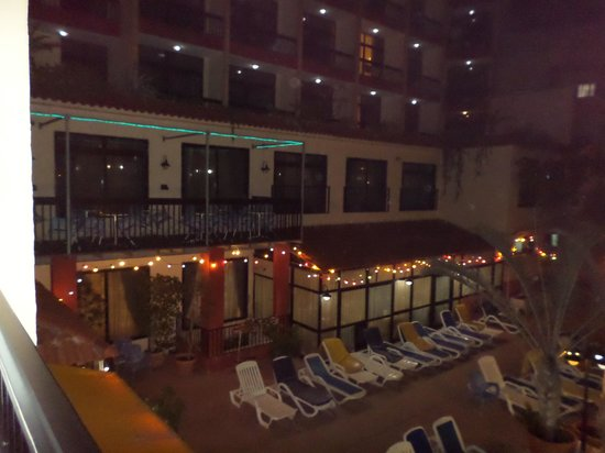 Canifor Hotel : Night view from our room