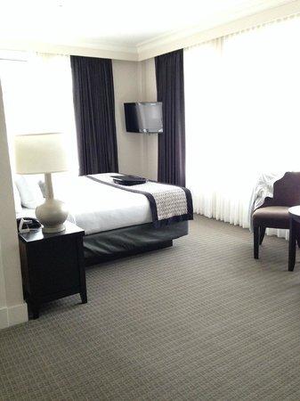 Hotel Rialto: Room 403 King