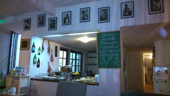 Jam Suites Boutique Hotel : Café da manhã e cozinha.