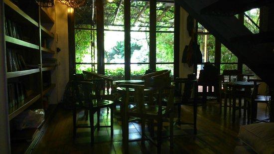 Jam Suites Boutique Hotel : Cadeiras na sala de estar