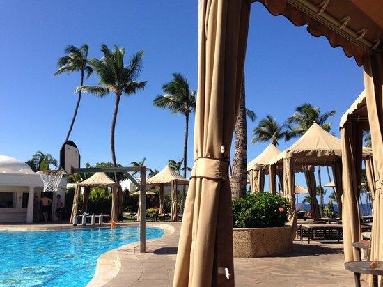 Fairmont Kea Lani, Maui : At the pool