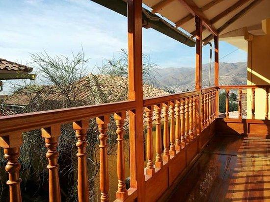 Amaru II Hostal: En el balcón