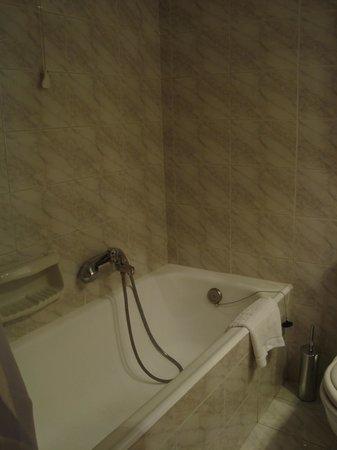 Titania Hotel: Detalhe banheira