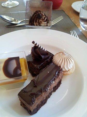 Melba Restaurant: Dessert anyone ?