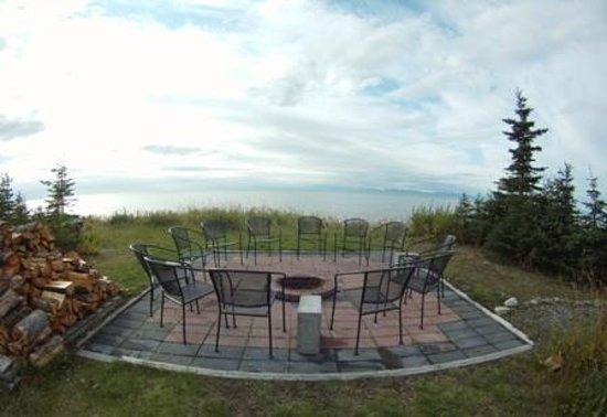 Jimmie Jack's Alaska Lodge : Lodge Campfire Area