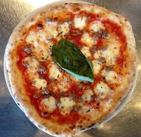 Apizza Di Napoli: Margherita w/Mild Sausage