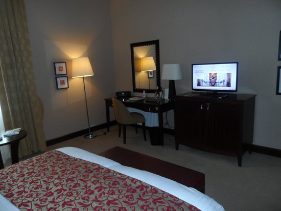 Corinthia Hotel Budapest: Spacious suite bedroom