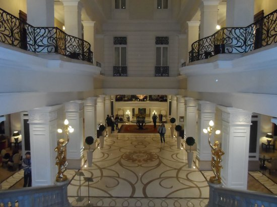 Corinthia Hotel Budapest: impressive lobby