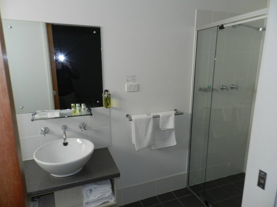 Kangaroo Island Seafront: Modern up-to-date bathroom