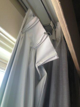 Omni Tucson National Resort : Falling apart Curtains