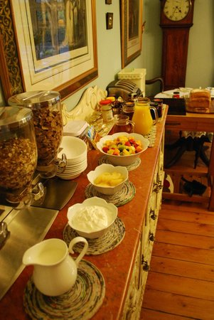Adelphi Guest House: Part of the breakfast buffet