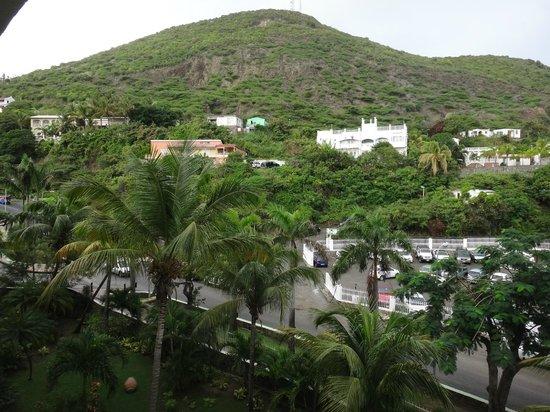 Sonesta Great Bay Beach Resort, Casino & Spa: Vista a la montaña, habitación 524