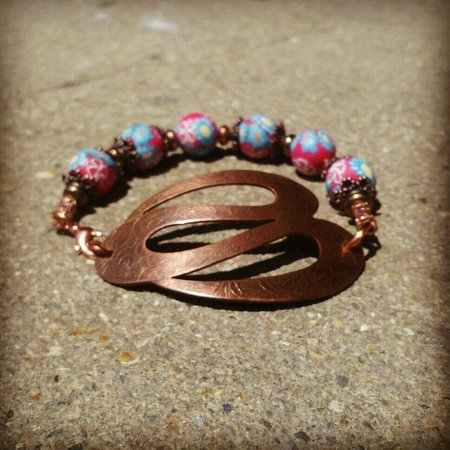 Colonial Heights, Virginie : Textured Copper with Handcrafted Floral Beads Bracelet