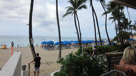 Outrigger Waikiki Beach Resort: View from Dukes buffet breakfast