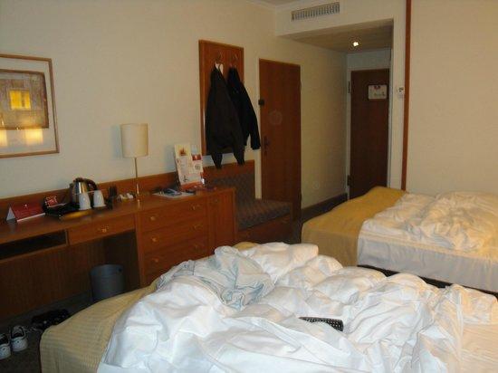 Leonardo Hotel Aachen: Vista camera dal fondo