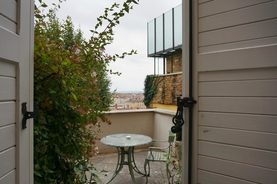 Villa Florentine : Patio with view of Lyon