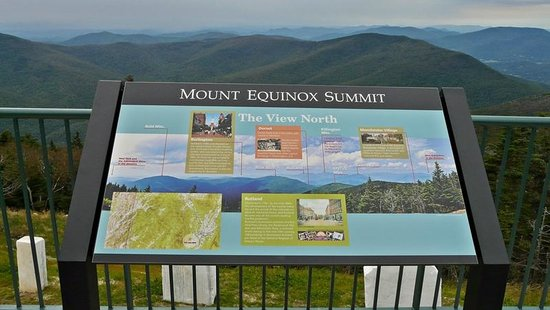 Mount Equinox: Cartel explicativo