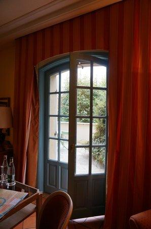 Villa Florentine: Doors leading to the patio