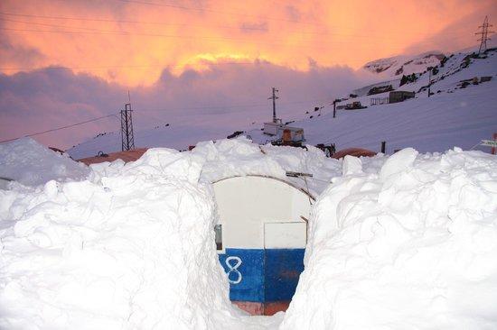 """Mount Elbrus: Приют """"Бочки"""""""