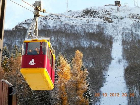 Chasing Lights: Taking the cable car at Fjellheisen - 4mins to the top