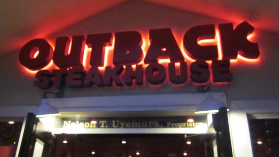 Outback Steakhouse: Good location