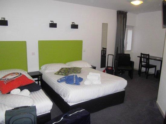 Hotel Restaurant La Source: La chambre