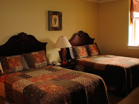 Fort Harrison State Park Inn, Golf Resort & Conference Center: Room with 2 Double Beds in the Main Lodge