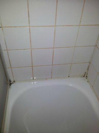 Slina Hotel: vista desde la bañera de frente