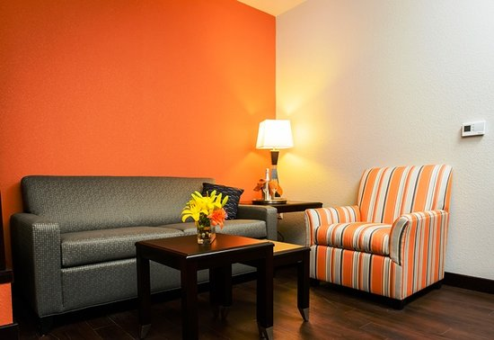 Holiday Inn Express Hotel & Suites Austin NW - Arboretum Area: Realx two Queen beds with sleeper sofa