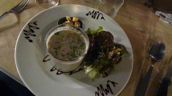 L'Antre Deux Verres : Daily Special - salad and mushroom soup